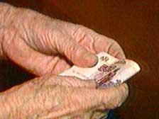 Мошенники в Сосновом Бору обирают пенсионеров
